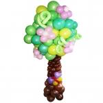 Дерево из воздушных шаров с цветами