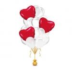 Фонтан белых шаров и красных сфольгированных сердец