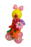 Клоун из воздушных шаров с букетом девочка