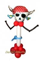 Стойка из воздушных шаров пиратская