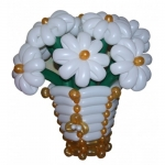 Корзинка с цветами из воздушных шаров №1